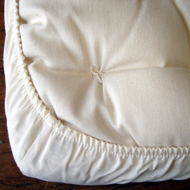 Made.in.America.Organic.Cotton.Baby.Bassinet.Mattress.Detail.Holy.Lamb.Organics.750.jpg